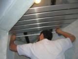 Сборка реечного подвесного потолка.